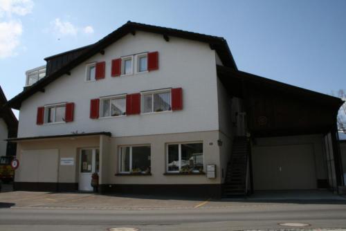 Klostermühlestrasse 3 - Eingang Bibliothek & Treppenaufgang Wohnungen